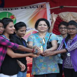 Chief guest issuing trophy with cash prize to the runner up team – 7 Wonders
